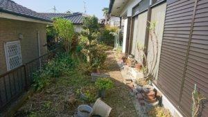 防草対策工事を行う中庭。