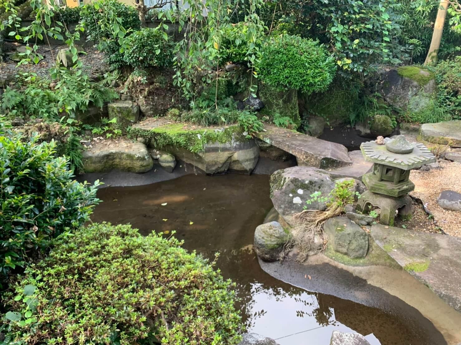埋め戻しを行う現在は使われていない池